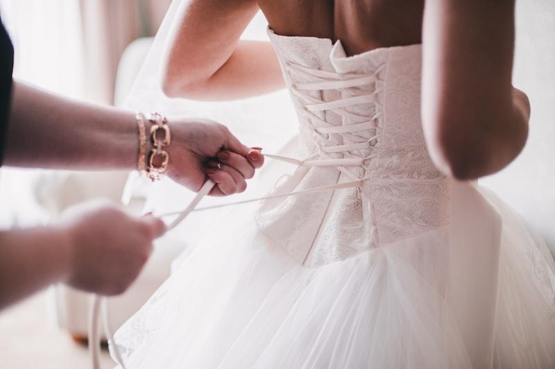BUY A WEDDING DRESS ON A BUDGET